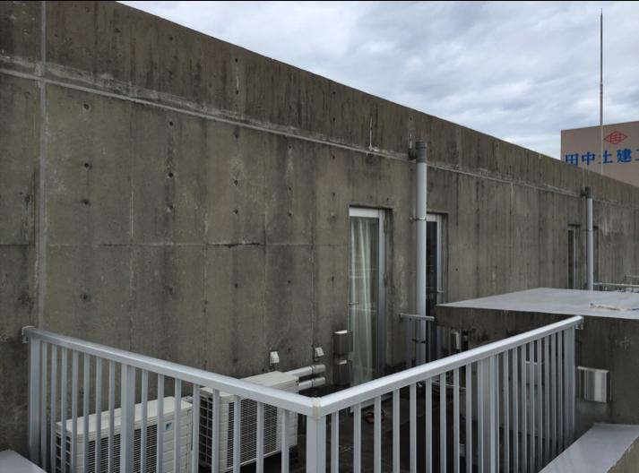 築12年 コンクリートの劣化・汚れが目立つ