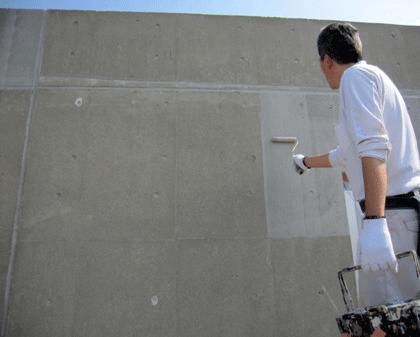 2.4 Sクリートカラー塗布 (2回塗布)。Sクリート カラーは自然な仕上がりになります。