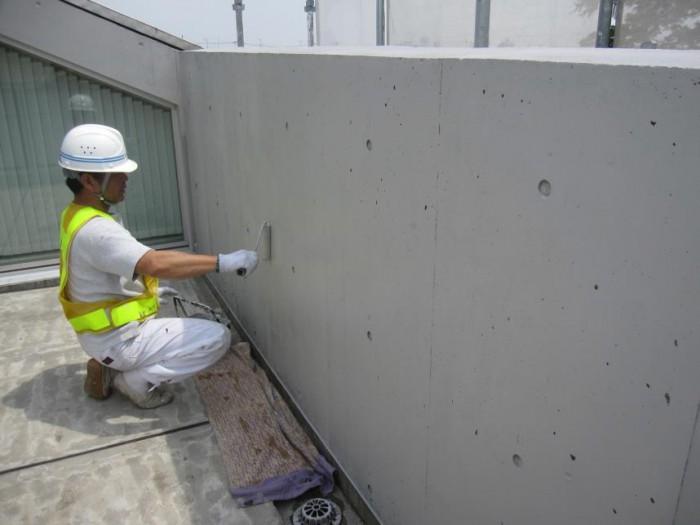 ベランダ内壁 Sクリートカラー2回目塗布 汚れ、黒ずみが隠れて、綺麗 に仕上がっている。