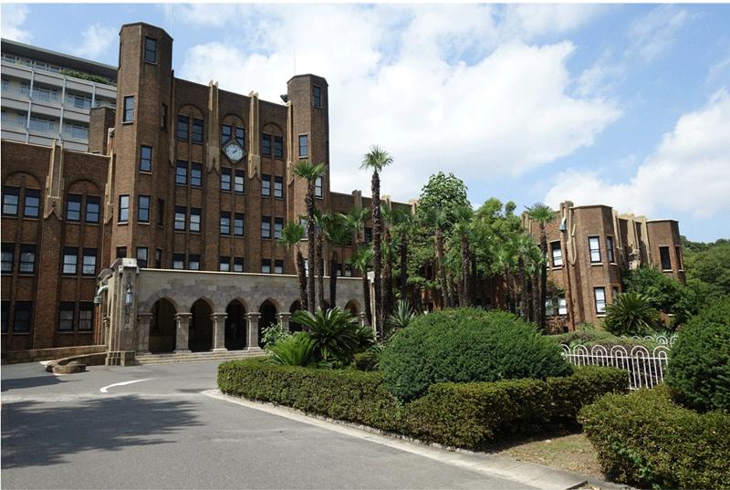 工事完了 70年の歴史を感じされる建築物である。