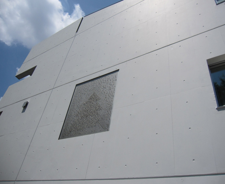 6-2 東面 クラック補修あとは目立たない。 フレスコスカラーは汚だれが付きずらく、長期に美観を維持できる。