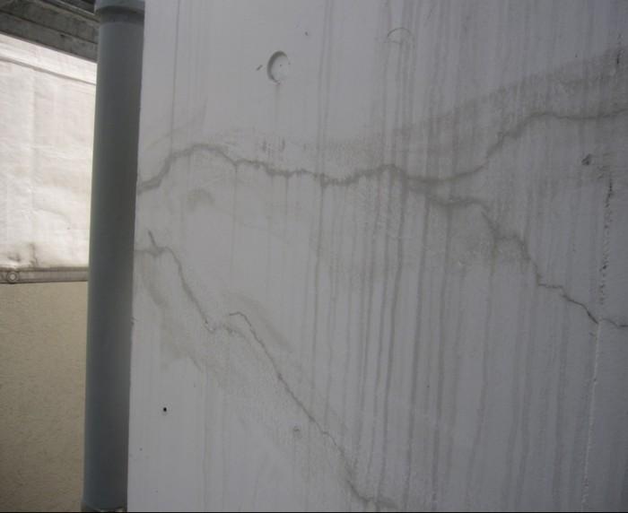 3-2 Sクリートクラック主剤を刷り込んだ状態。