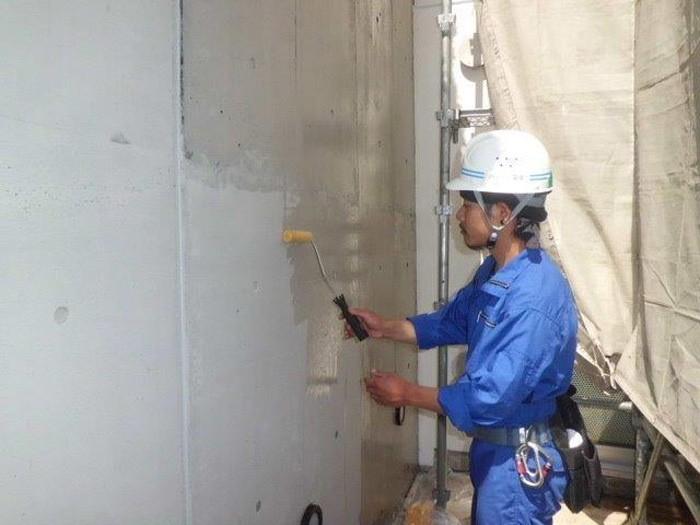11.防水・防汚・保護 Sクリートガード Sクリートカラーを良く乾燥させ てから、Sクリートガードを十分 に2回塗布。