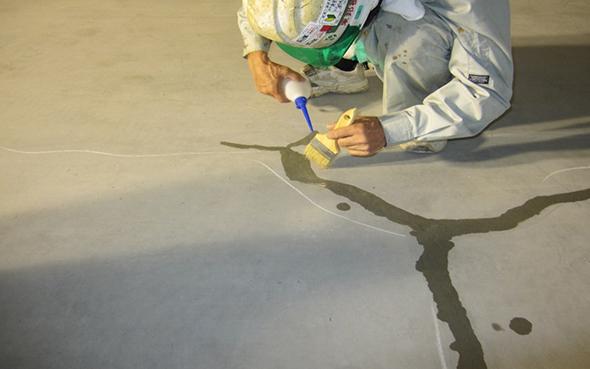 スラブ床の漏水止水工事01