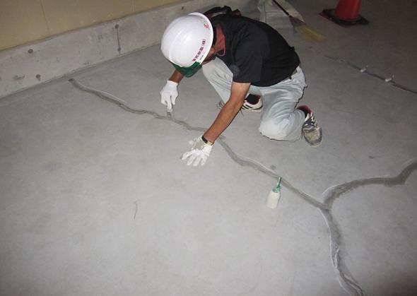 スラブ床の漏水止水工事02