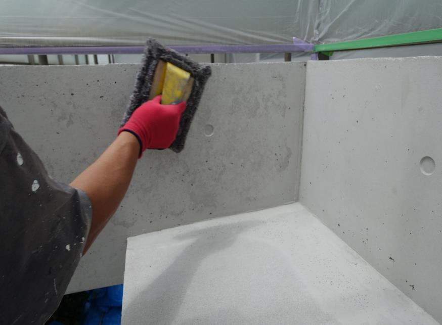 南面 専用液体黒顔料を加えて、濃い目にしたものを フェルト材にて叩き塗りをする2