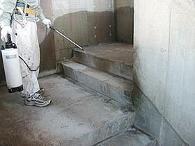 噴霧器によるSクリートアップの施工