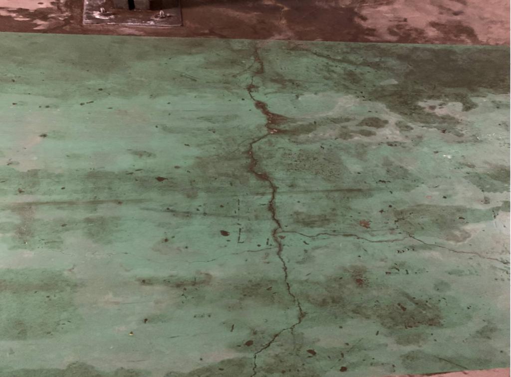 床クラックからの漏水