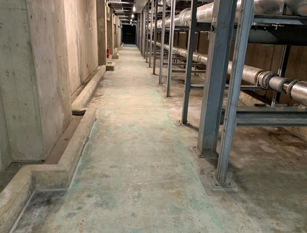 Sクリートアップがコンクリート深くに浸透しポゾラン反応を繰り返す。 2~3週間で止水する